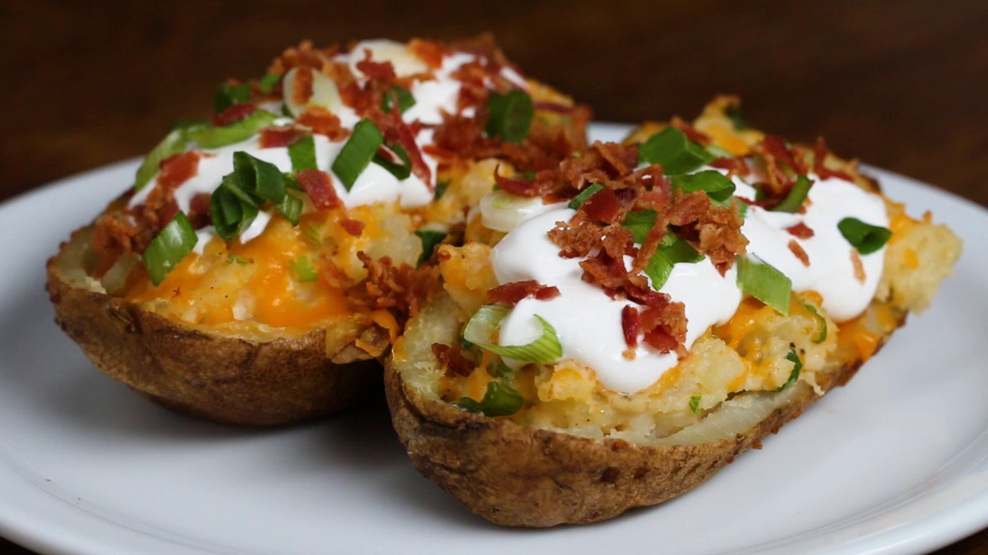 Stuffed potatoes: a poor ingredient that makes your buffet rich